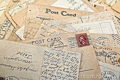 pile-postcards-7784584