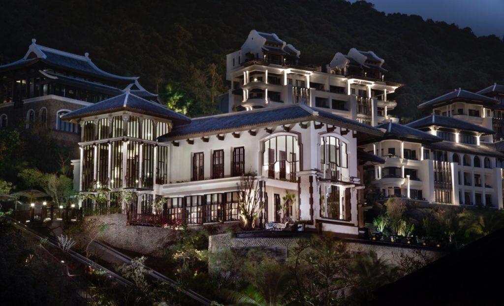 la-maison-1888-exterior-night-time