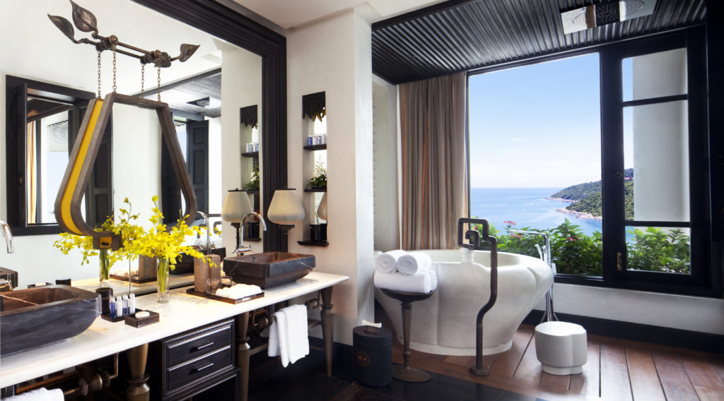 resort-classic-ocean-view-bathroom