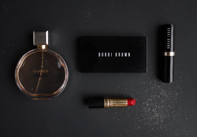 fragrance eye shadow and red lipstcik